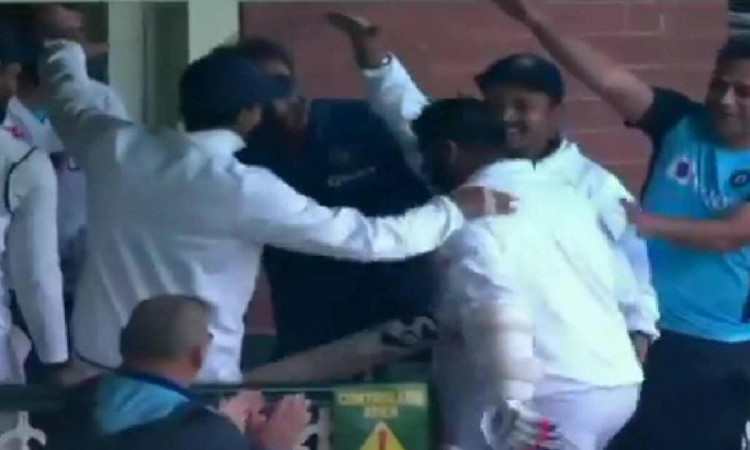 jasprit bumrah got guard of honour from indian team after scoring quick half century vs australia a