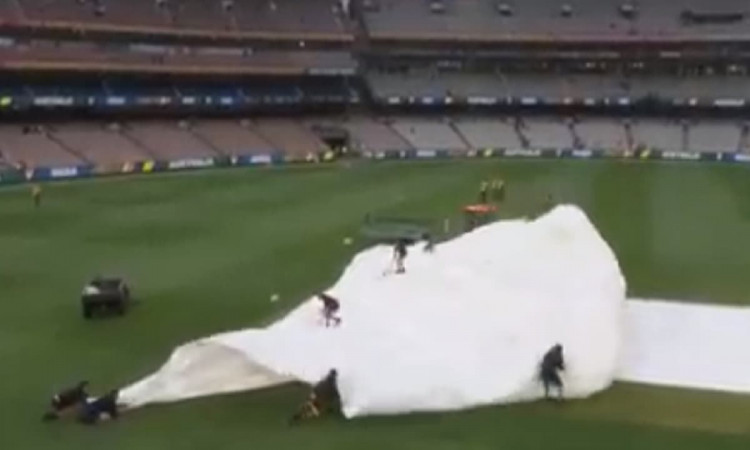 melbourne boxing day test rain stopped play covers on guy were flying because of wind video