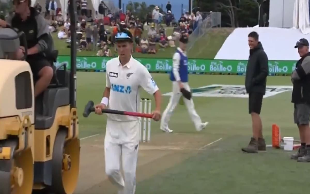 nz vs pak trent boult took the sledge hammer to flat the footmarks on the pitch