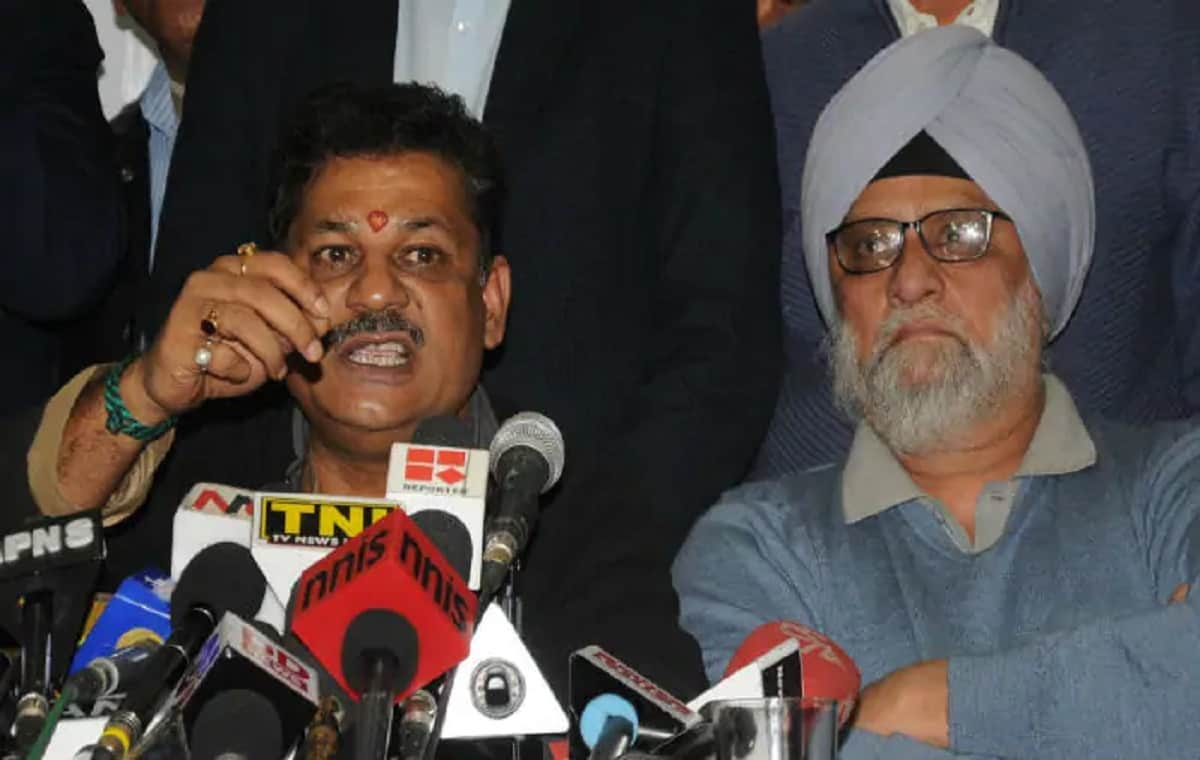 Image of Former Cricketer Bishan Singh Bedi and Kirti Azad