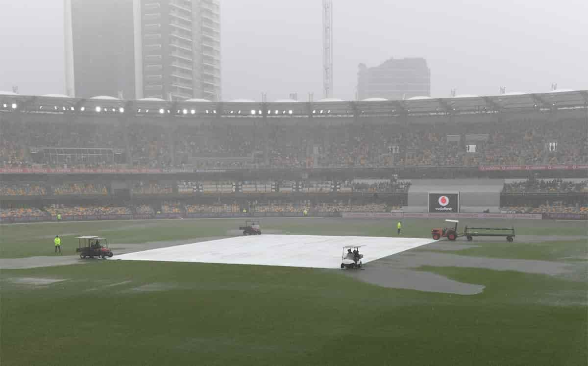 Match delayed due to rain, India trail by 307 runs