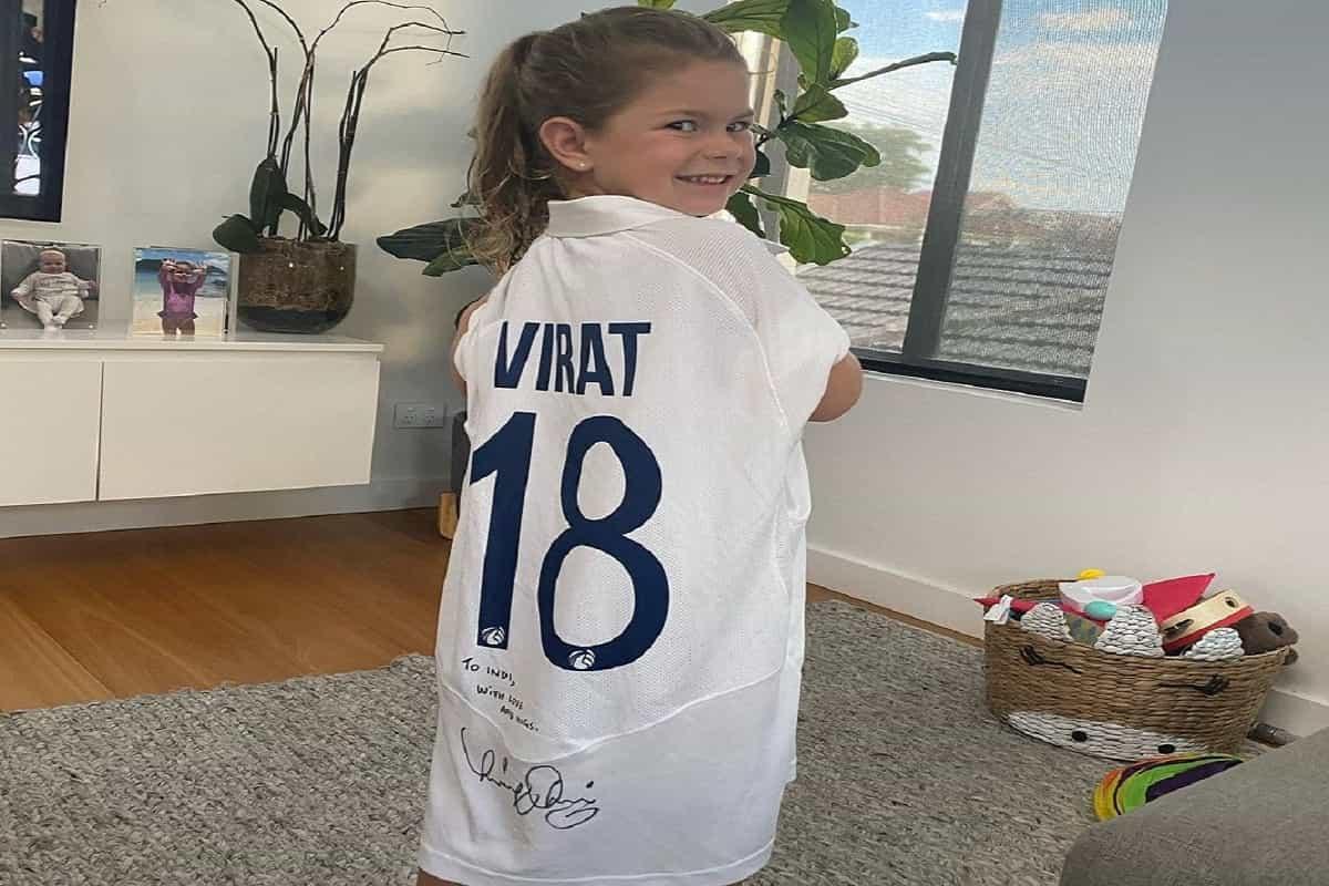 Virat Kohli gifted his jersey to David Warner's Daughter
