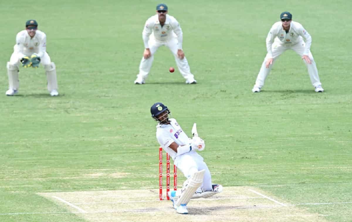 Shardul Thakur and Washington Sundar with an unbeaten 67-run partnership between them