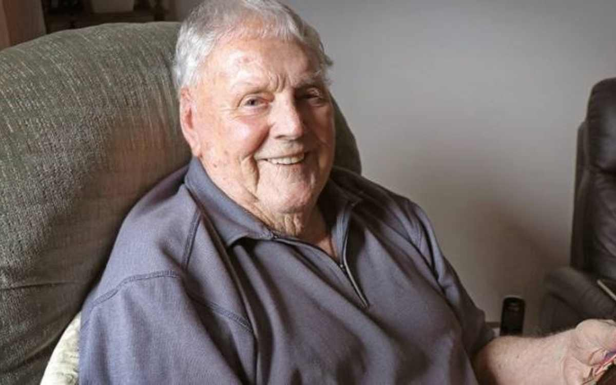 alan burgess the oldest living first class cricketer died at the age of 100 years