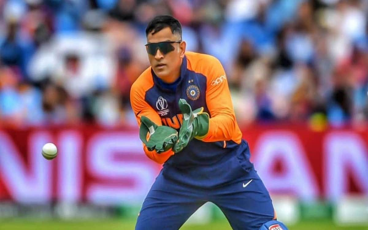 Ben Dunk tells Dhoni the world's number-1 wicketkeeper batsman, explains his qualities