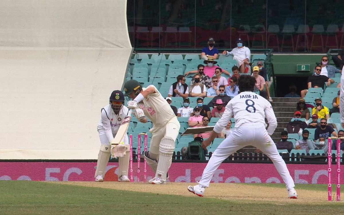 india vs australia ravindra jadeja clean bowled pat cummins by yorker in sydney test