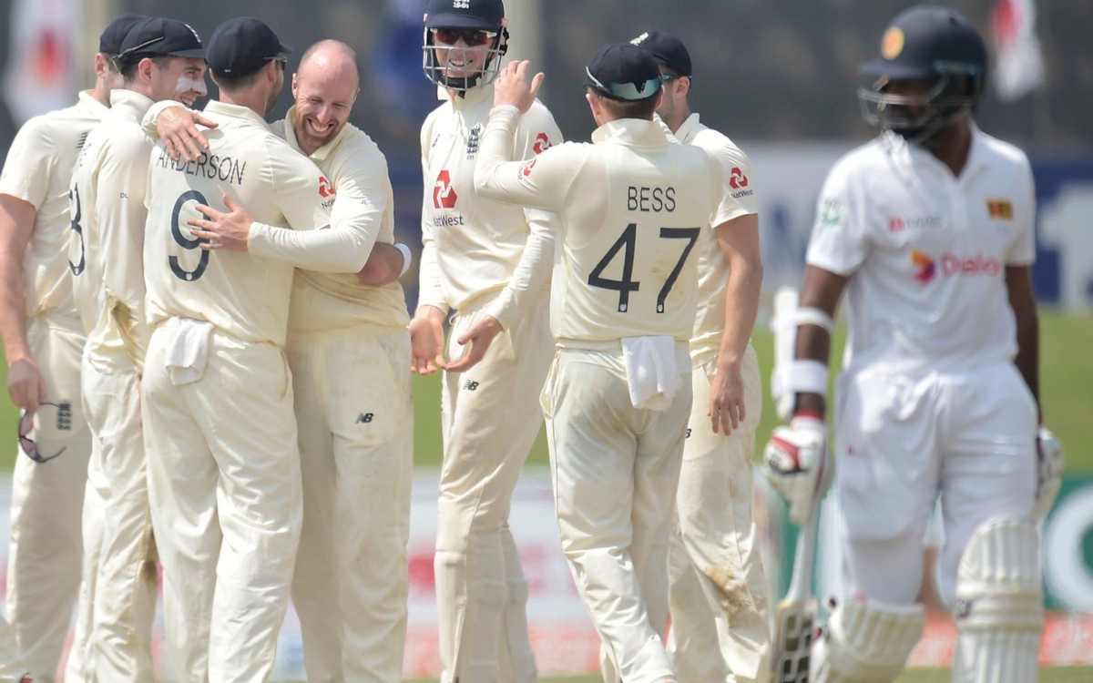 Cricket Image for VIDEO : जब जो रूट की स्लैजिंग ने दिखाया कमाल, अगली ही गेंद पर चंदीमल ने फेंका अपना