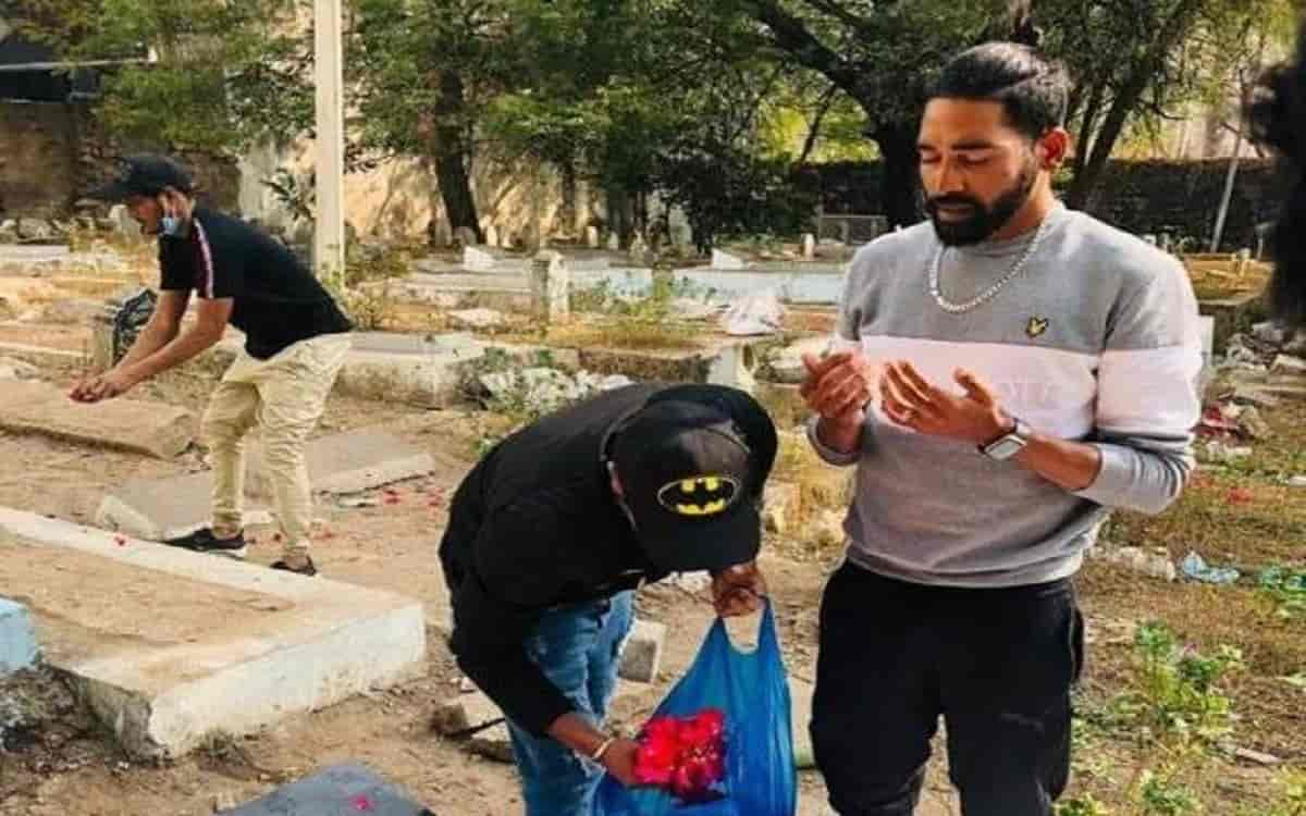 The Emotional Moment Of Mohammed Siraj Player Reached The Father'S Grave First