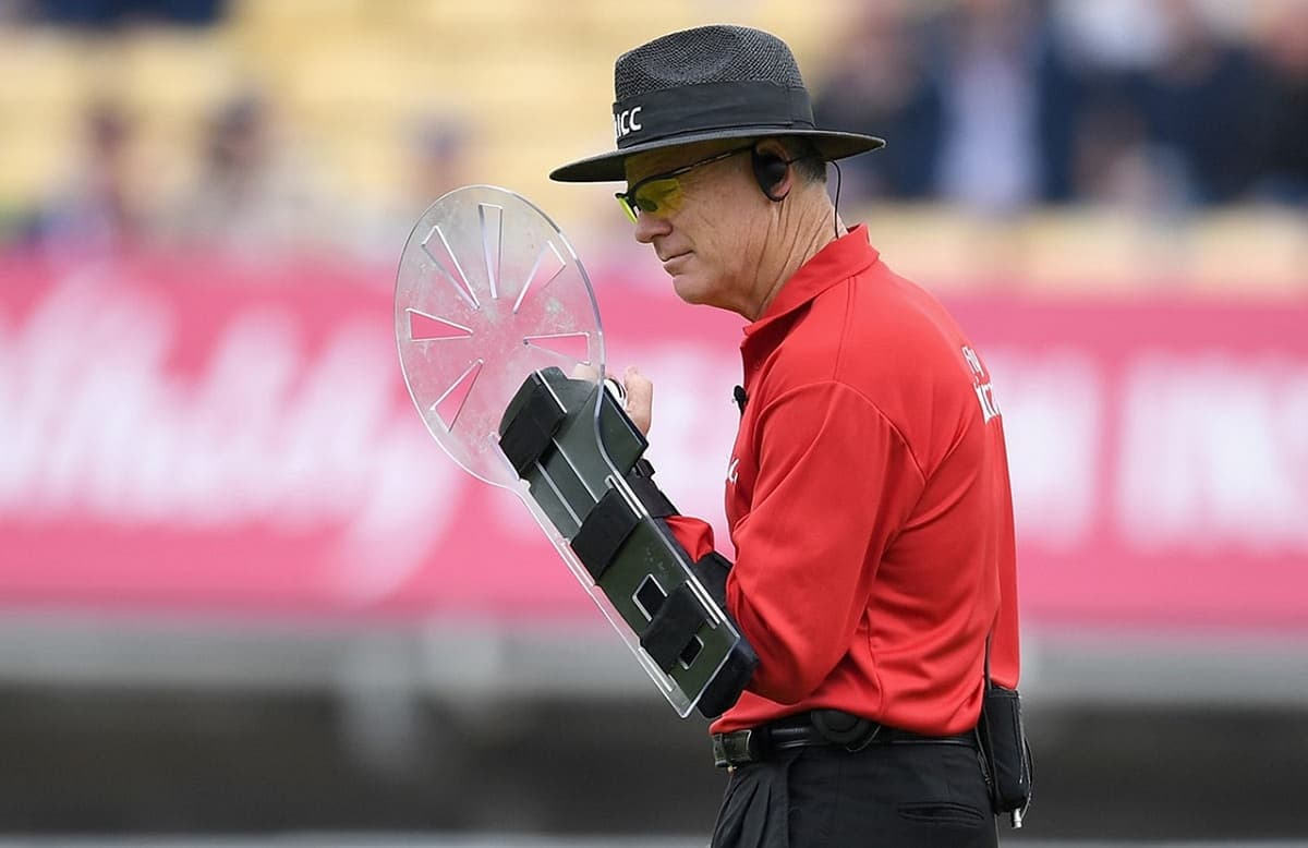 Cricket Image for Umpire Bruce Oxenford To Retire From International Cricket