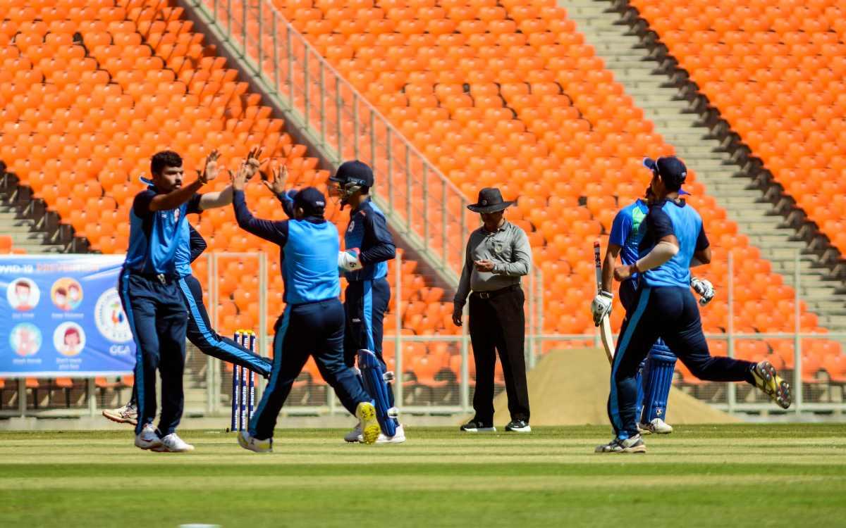 Cricket Image for विष्णु सोलंकी के 'हेलीकॉप्टर' से बड़ौदा सेमीफाइनल में पहुंचा,  क्वार्टरफाइनल में ह