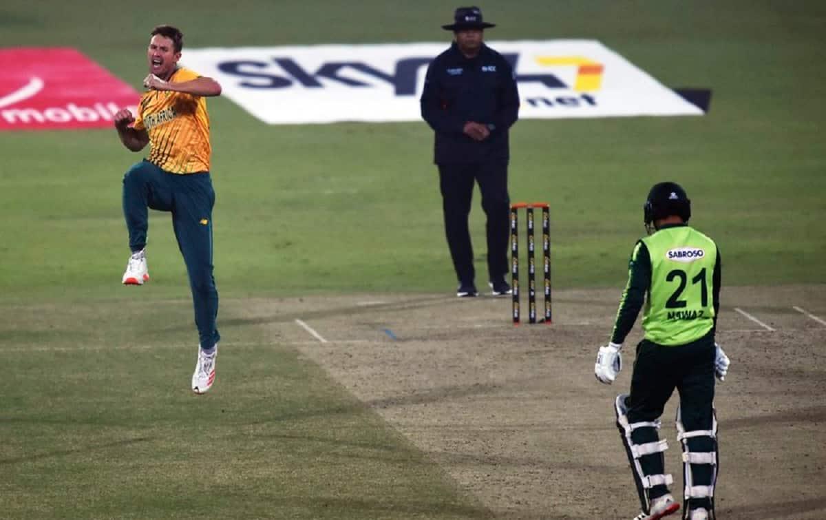 Cricket Image for PAK vs SA: ड्वेन प्रिटोरियस के पंच से ढेर हुआ पाकिस्तान, साउथ अफ्रीका ने 6 विकेट स