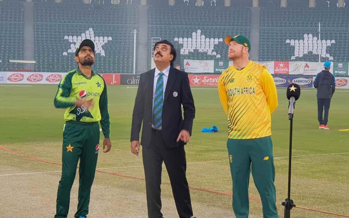 South Africa opt to bowl first against Pakistan in second t20i