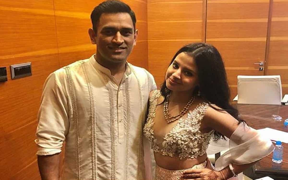 Cricket Image for Video Went Viral Of Ms Dhoni Was Seen Dancing With His Wife Sakshi On The Song Mum