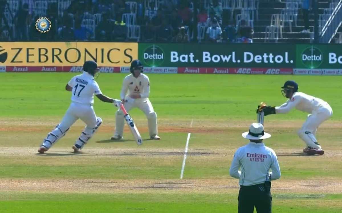 Cricket Image for VIDEO : 6 छक्के खाने के बाद आखिरकार मिल ही गई विकेट, लीच की गेंद पर पहली बार कुछ