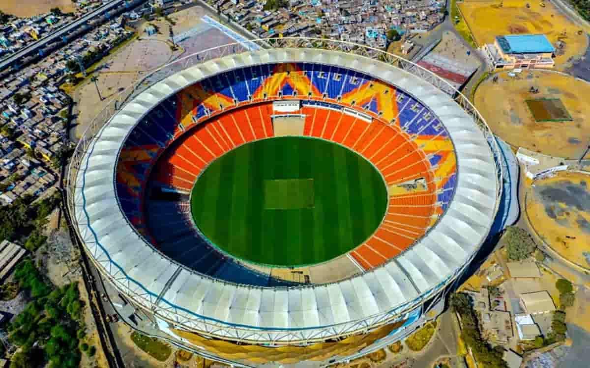 Cricket Image for दुनिया के सबसे बड़े क्रिकेट स्टेडियम में खेले जाने 'पिंक बॉल टेस्ट' के लिए टिकटों