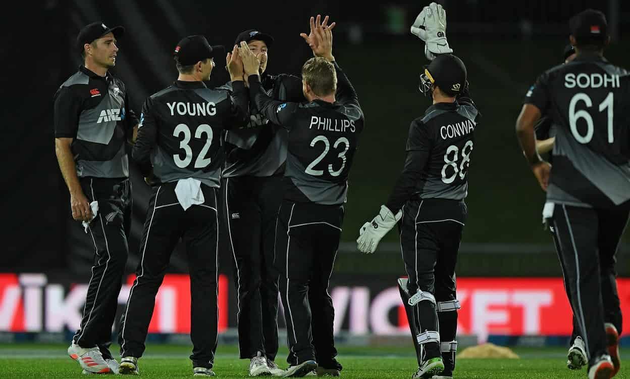 Cricket Image for NZ vs BAN: न्यूजीलैंड के खिलाफ दूसरे टी-20 में डकवर्थ लुइस नियम से तीन बार बदला बा