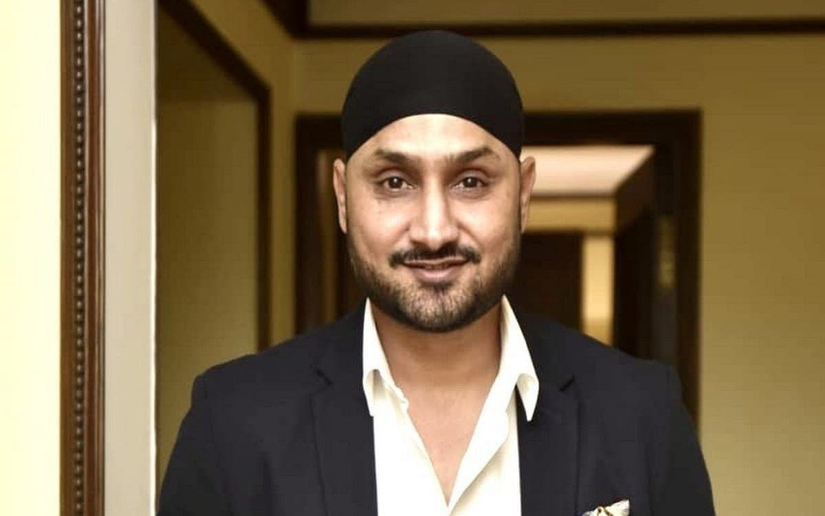 Cricket Image for Harbhajan Singh Became A Fan Of Axar Patel After Pink Ball Test Performance