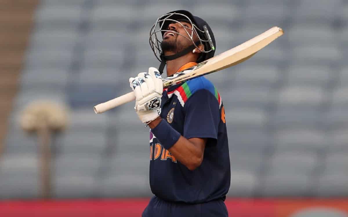 Cricket Image for क्रुणाल पांड्या ने डेब्यू पर 58 रनों तूफानी पारी से रचा इतिहास, तोड़ा 31 साल पुरान