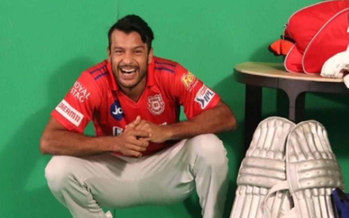 Cricket Image for Mayank Agarwal Gets Trolled After He Tags Sanjay Bangar Instead Of Sanjana Ganesan