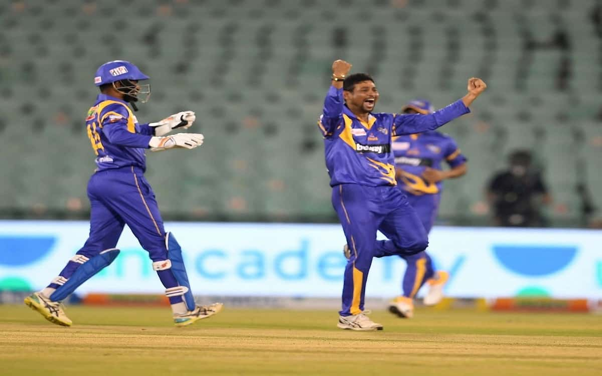 Cricket Image for Captain Dilshan Extraordinary Performance With Both Bat And Ball