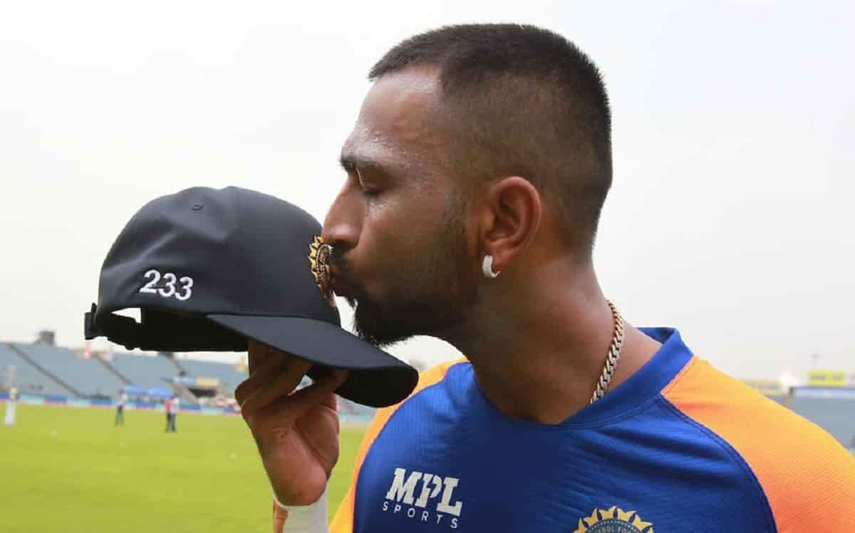 Cricket Image for क्रुणाल पांड्या ने पिता को याद कर लिखा इमोशनल पोस्ट,बोले पापा हर गेंद के बाद आप मे