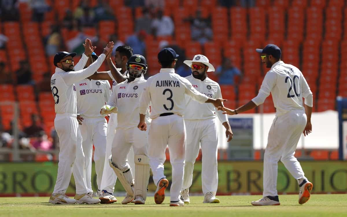 England team scattered ahead of Indian bowlers, scored just 205 runs in first innings