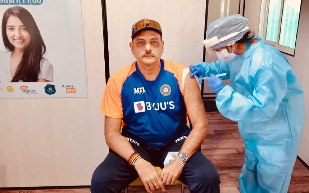 Indian Cricket Team Coach Ravi Shastri get the first dose of covid vaccine