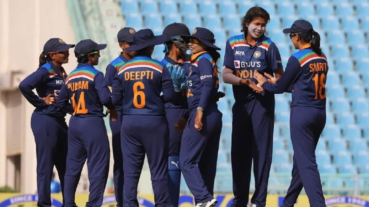 Cricket Image for Jhulan Goswami, Smriti Mandhana Lead India To Series Leveling Win Against South Af
