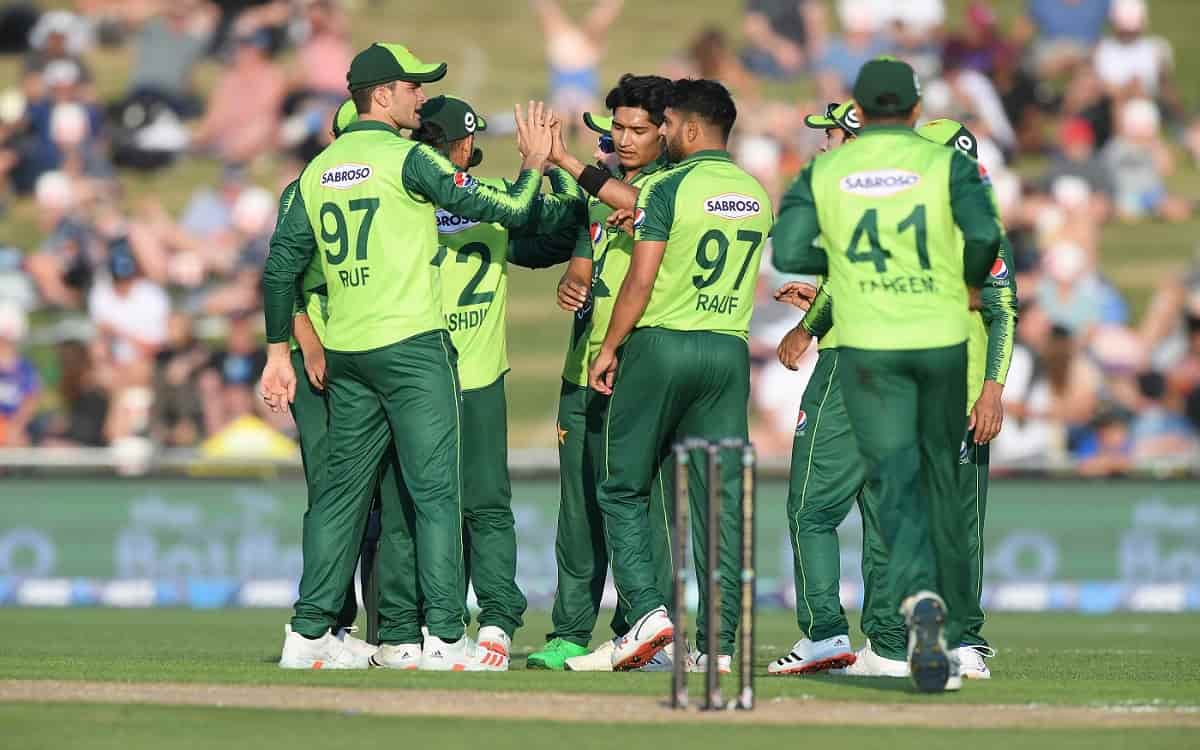 Corona report negative of all 35 members of Pakistan team before South Africa tour