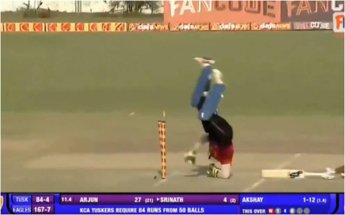 Cricket Image for VIDEO : RCB के मोहम्मद अजहरूद्दीन ने धोनी को भी किया फेल, हवा में उड़कर किया ऐसा र