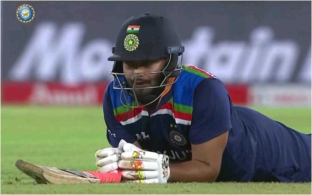 Cricket Image for VIDEO : कोहली ने एक बार फिर खोए जोश में होश, ज्यादा फुर्ती दिखाने के चक्कर में ऋषभ