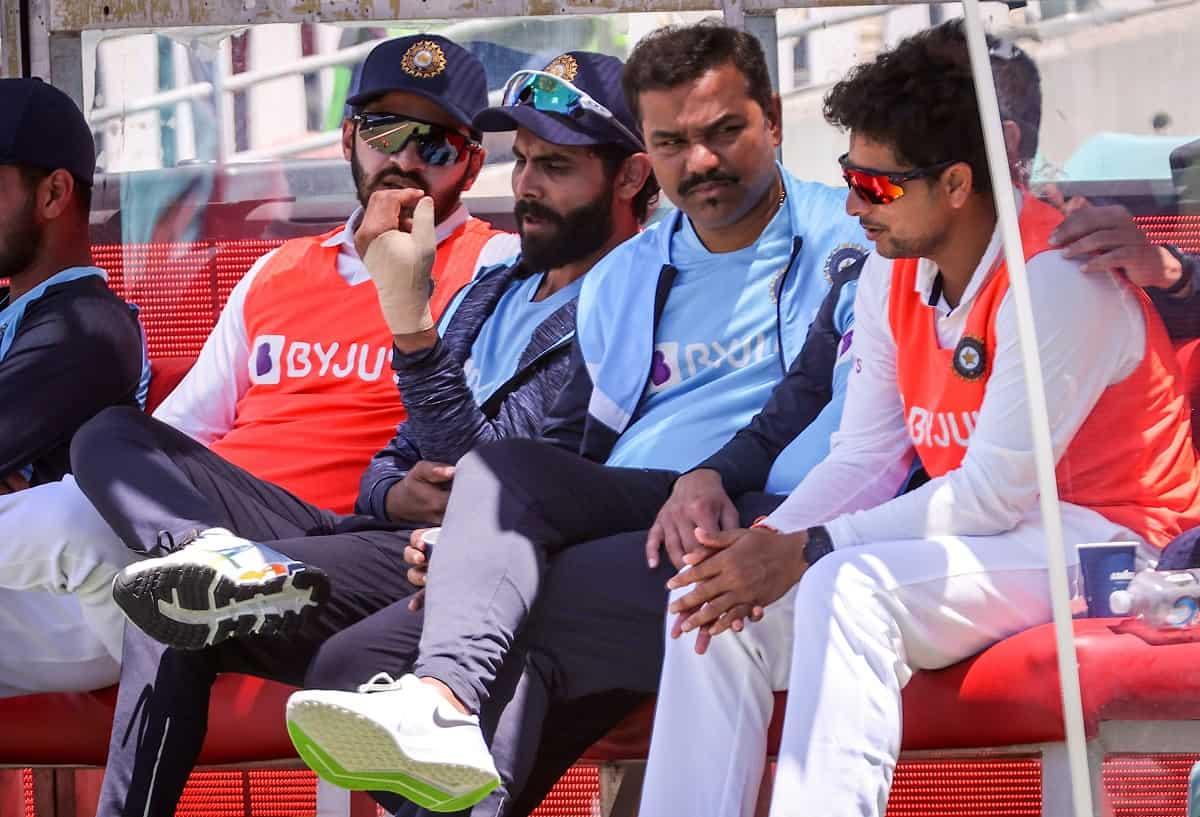 Cricket Image for Sunil Gavaskar Jokes On Ravindra Jadeja's Thumb Injury