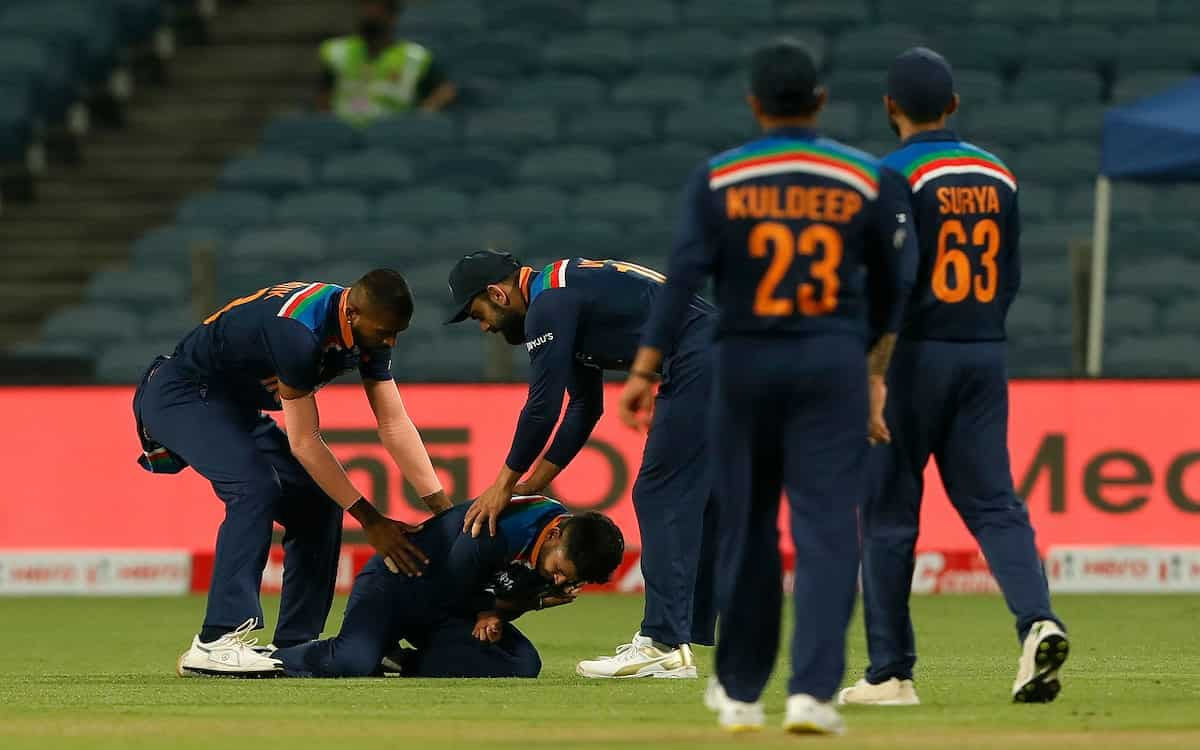 Two players of Indian team shreyas iyer and Rohit Sharma injured in ODI match against England