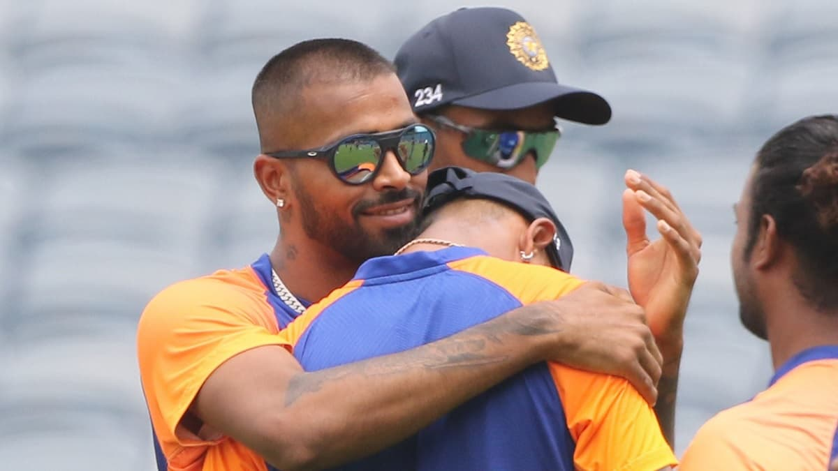 Cricket Image for Watch: Krunal Pandya Gets Emotional As He Receives ODI Cap From His Brother
