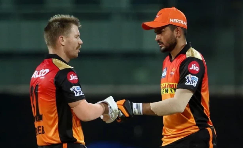 Cricket Image for मनीष पांडे को SRH के प्लेइंग XI से बाहर निकालने पर कप्तान डेविड वॉर्नर ने तोड़ी चु