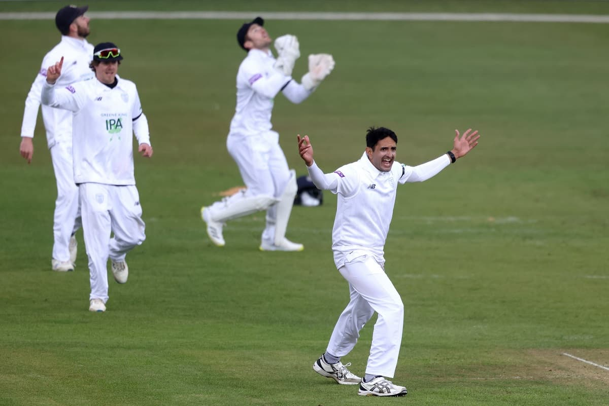 Hattrick for Mohammad Abbas and fifer in 17 balls, Watch Video