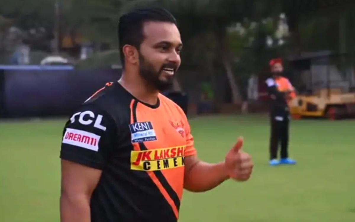 Cricket Image for IPL 2021: हैदराबाद की टीम ने प्लेइंग इलेवन में किया केदार जाधव को शामिल, हुई ट्रोल
