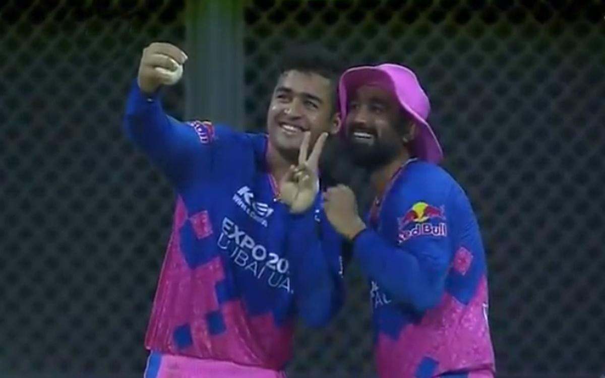 Cricket Image for Kkr Vs Rr Riyan Parag And Rahul Tewatia Selfie Celebration Watch Video