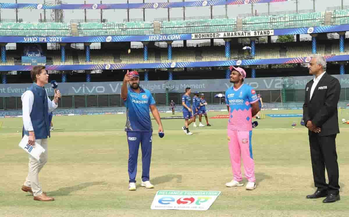 Cricket Image for MI vs RR: मुंबई इंडियंस ने राजस्थान रॉयल्स के खिलाफ टॉस जीतकर चुनी गेंदबाजी, देखें