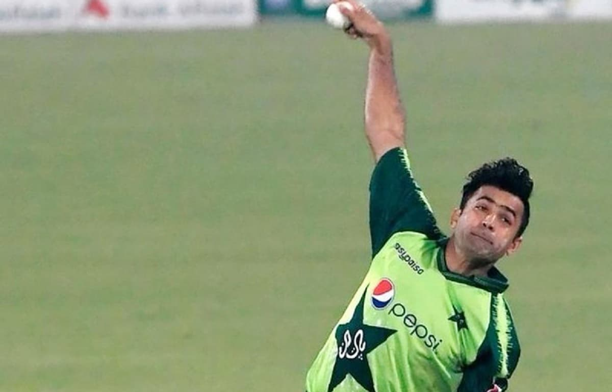 Spinner Zahid Mahmood in as Shadab replacement for Zimbabwe T20Is