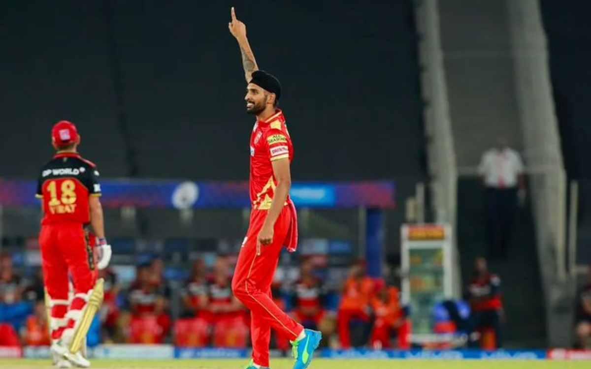 Cricket Image for VIDEO : हरप्रीत बरार ने दो गेंदों में बदल दिया पूरा मैच, पहले विराट और फिर मैक्सवे