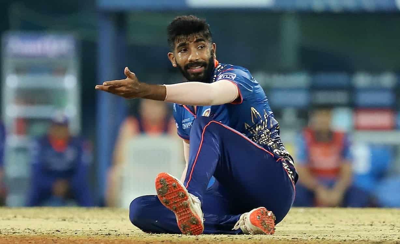 Cricket Image for जसप्रीत बुमराह ने बनाया शर्मनाक रिकॉर्ड, आईपीएल में सबसे ज्यादा No-Ball फेंकने वाल