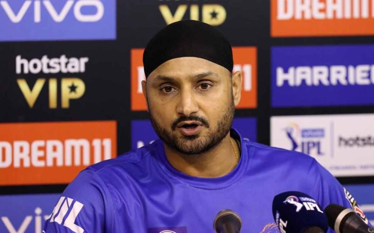Cricket Image for 'लोग सोचते हैं कि भाई ये अभी तक क्यों खेल रहा है', अपने जवाब से भज्जी ने कराई आलोच