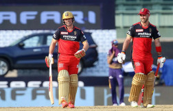 Maxwell, De Villiers Power RCB To 204/4 Against KKR