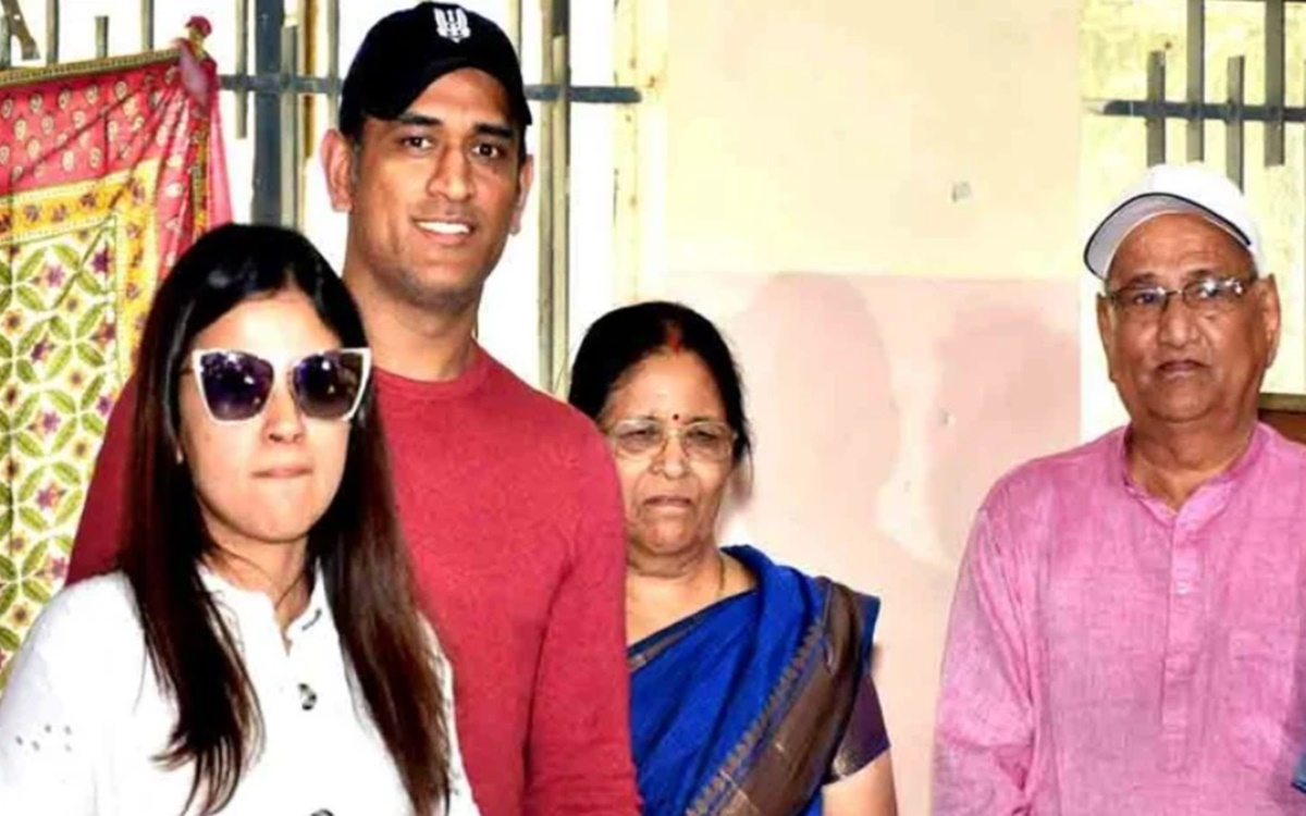 Cricket Image for Ms Dhoni Mother And Father Hospitalized After Tested Corona Positive