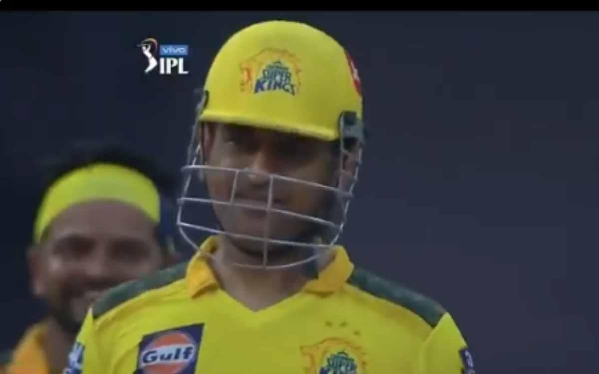 Cricket Image for VIDEO : 'मैं हिंदी में नहीं बोल सकता हूं', स्टंप माइक में रिकॉर्ड हुई धोनी की मज़े