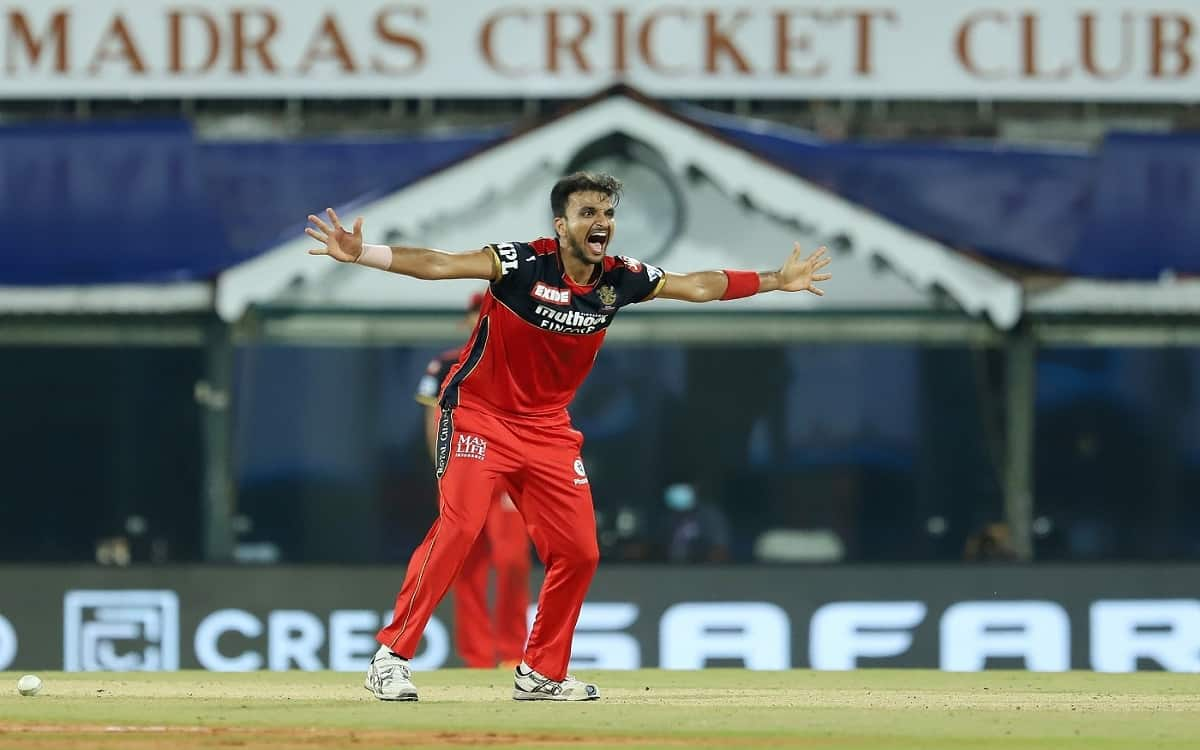 Mumbai Indians trapped in Harshal Patel's claws Royal Challengers Bangalore need 160 runs to win