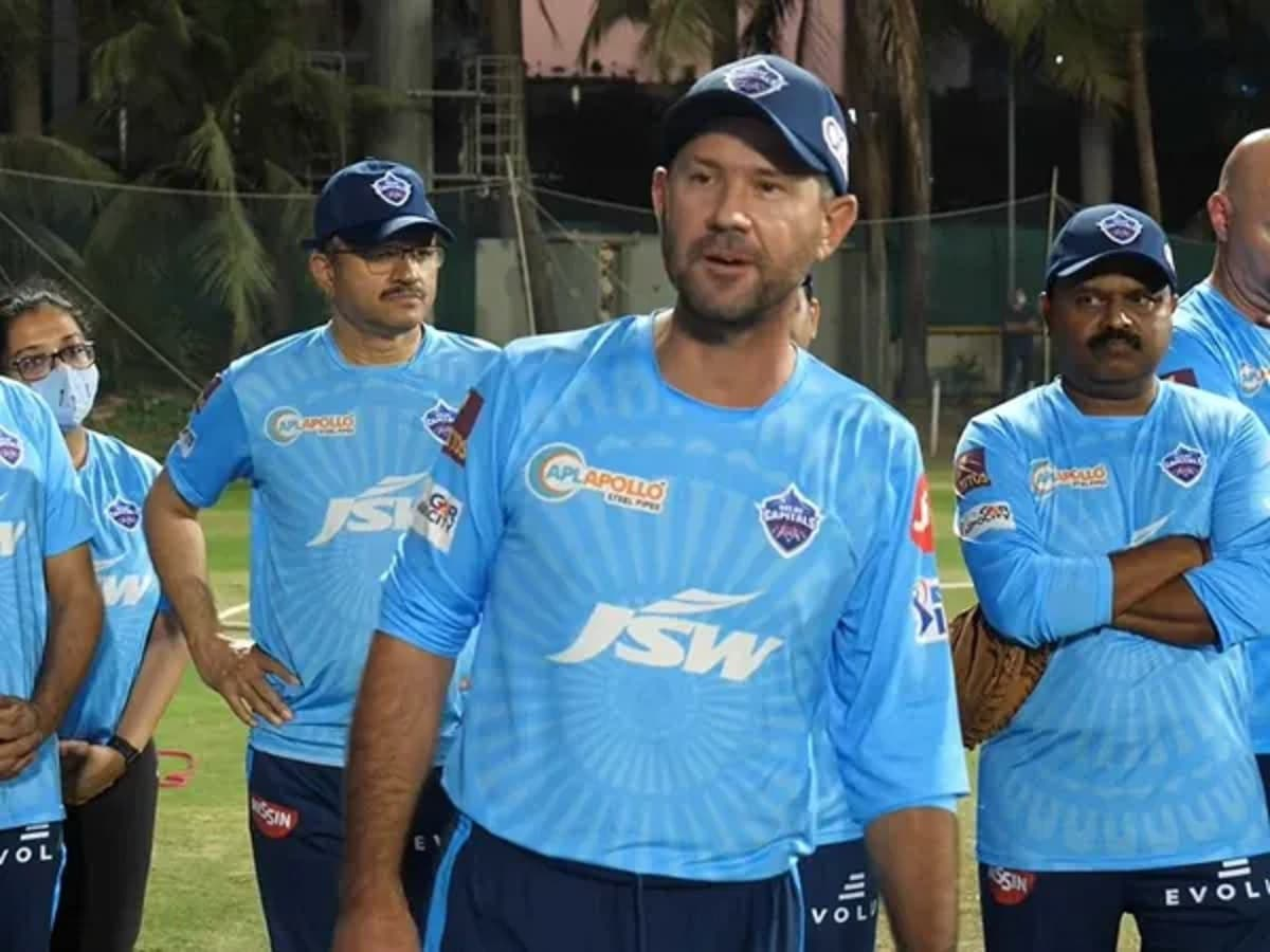 Cricket Image for Video: Ricky Ponting Gives An Inspiriting Speech To DC Squad Ahead Of IPL 2021