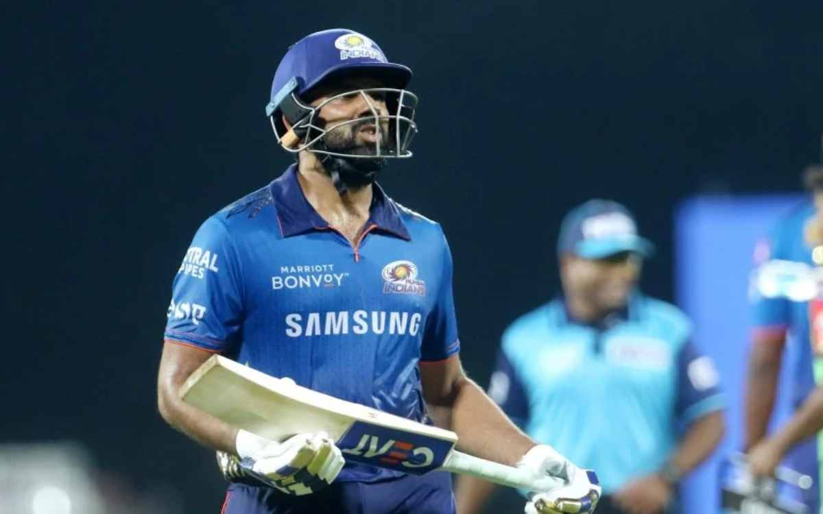 Cricket Image for VIDEO : अंपायर की गलती पर रोहित शर्मा ने दिया गुस्से वाला रिएक्शन, अब भुगतनी पड़ स