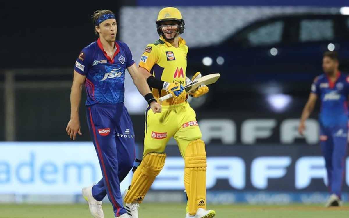 Cricket Image for VIDEO : सैम कुरेन ने किया अपने ही भाई का शिकार, छक्कों की बारिश करके किया टॉम का क